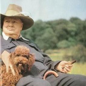 Уинстон Черчилль со своим пуделем